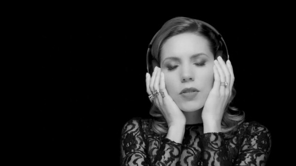 Мировая премьера клипа Skylar Grey — «Back From The Dead» (ft. Big Sean, Travis Barker)