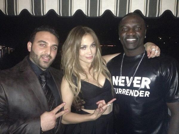 24 ноября 2013 г. | Вечеринка от Dsquared2 в честь Дженнифер после церемонии «American Music Awards»