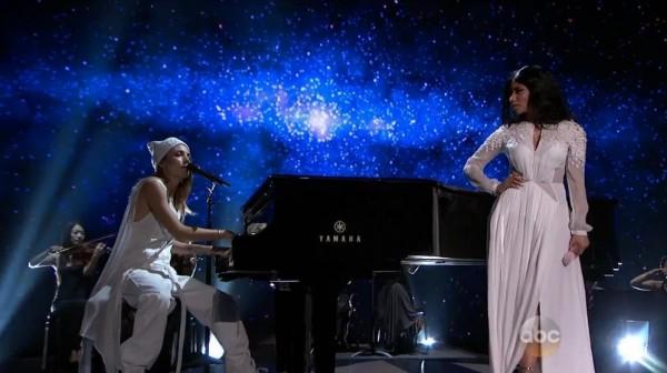 Выступление Skylar Grey и Nicki Minaj на American Music Awards 2014