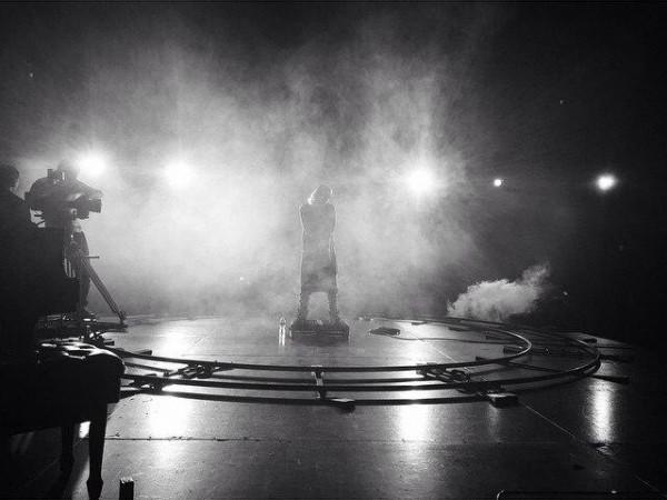 Сегодня Skylar Grey поделилась фотографией со сьемок клипа на песню «I Know You».