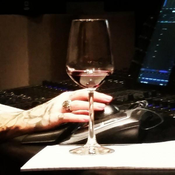 Новое фото Skylar Grey из студии. Надеемся, что она работает над новым альбомом