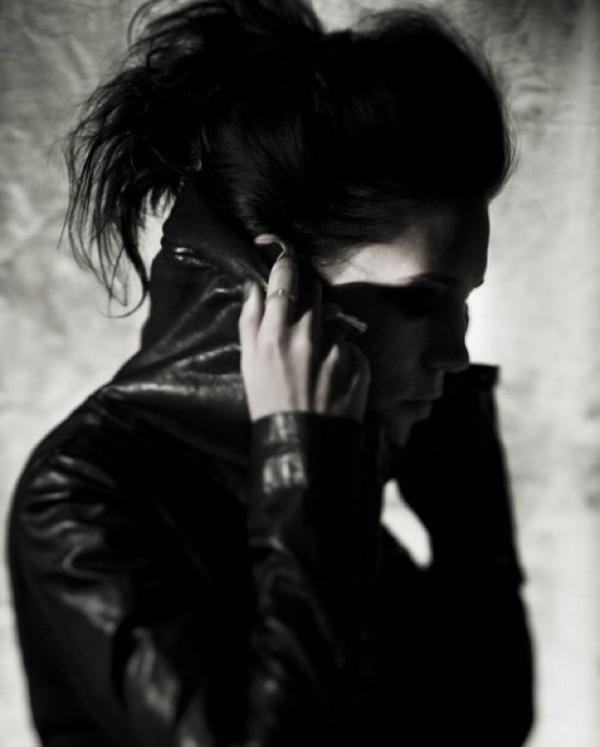 В своем инстаграме Skylar Grey разместила фотографию, которая использовалась для обложки сингла «Dance Without You»