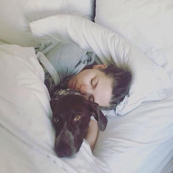 Скайлар Грей и её собака Скаут