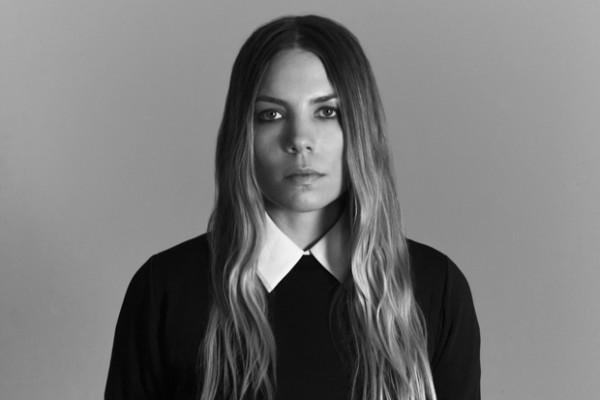 Интервью Mike Wass со Skylar Grey о «Moving Mountains», написании песен и ее следующем альбоме