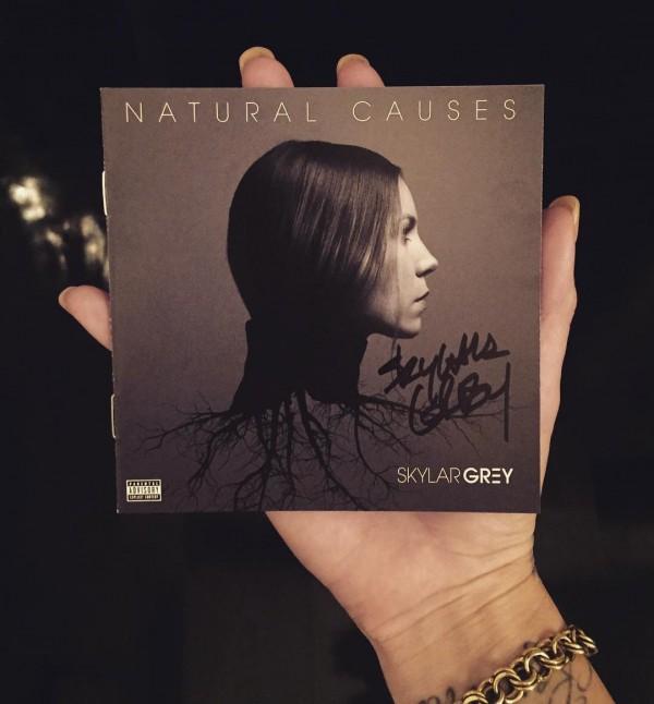 Успей заказать CD-версию альбома «Natural Causes» с автографом Skylar Grey